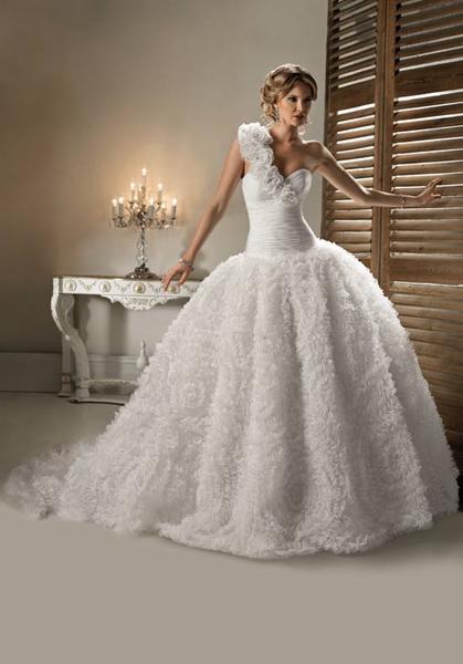 Самые пышные свадебные платья с фото